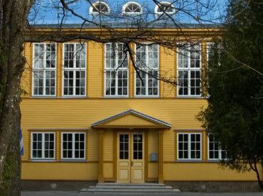 Hiiumaa, Kärdla gymnasium